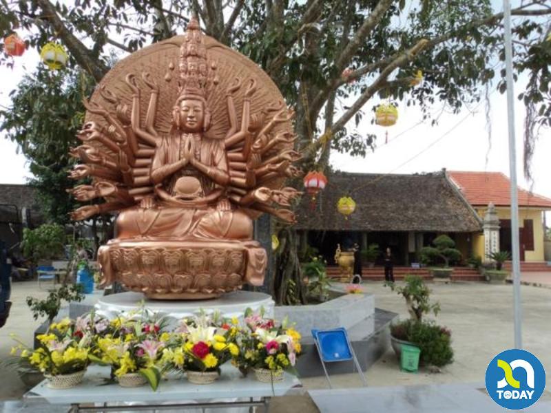 Chùa ở Nghệ An - tượng phật ở sân chùa Gám