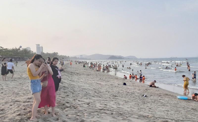 Dừng các lễ họi bắn pháo hoa - Bãi biển cửa Lò