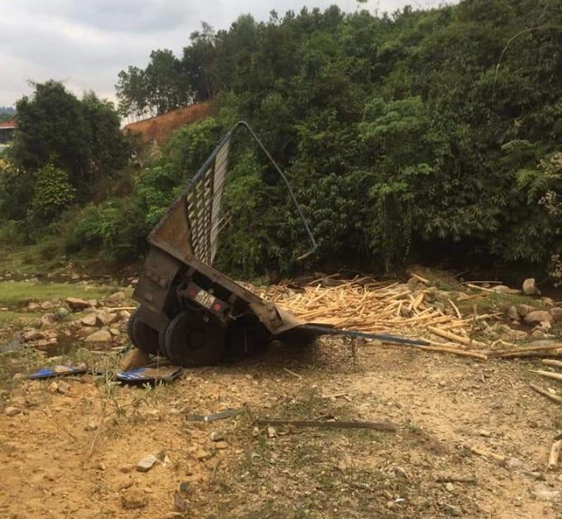 Tai nạn xe chở keo tại cầu Sốp Chảo
