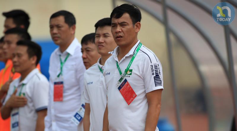 Ông: Nguyễn Huy Hoàng HLV trưởng clb bóng đá SLNA