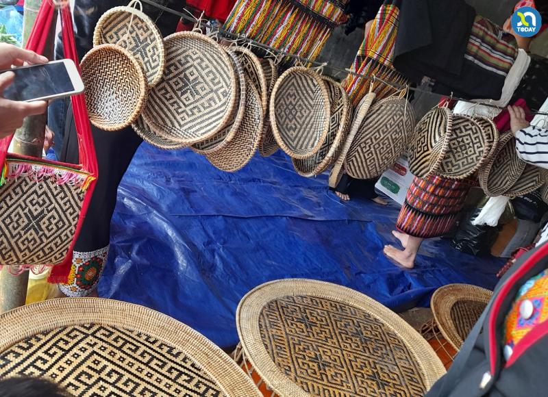 Chợ phiên Mường Chon - Sản phẩm mây tre đan