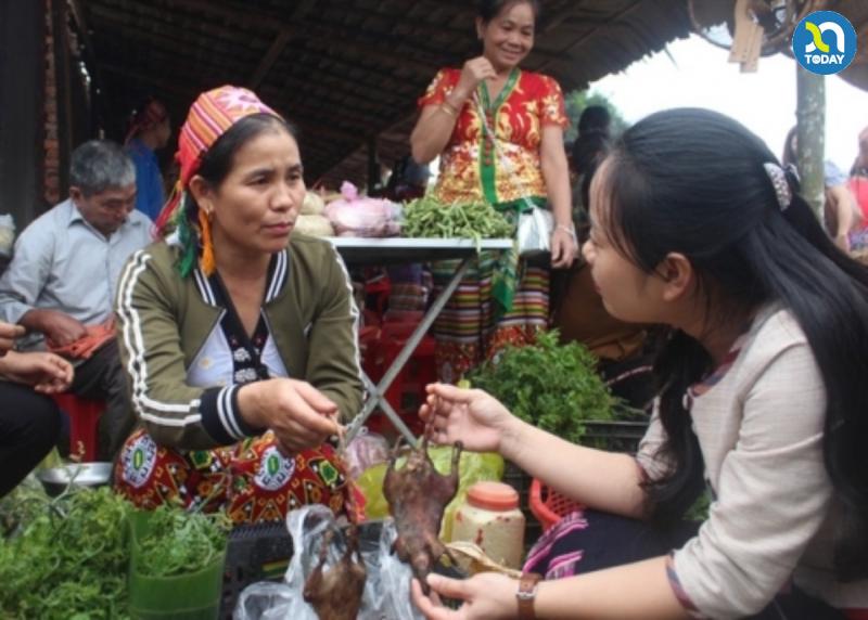 Chợ phiên Mường Chon - món thịt chuột