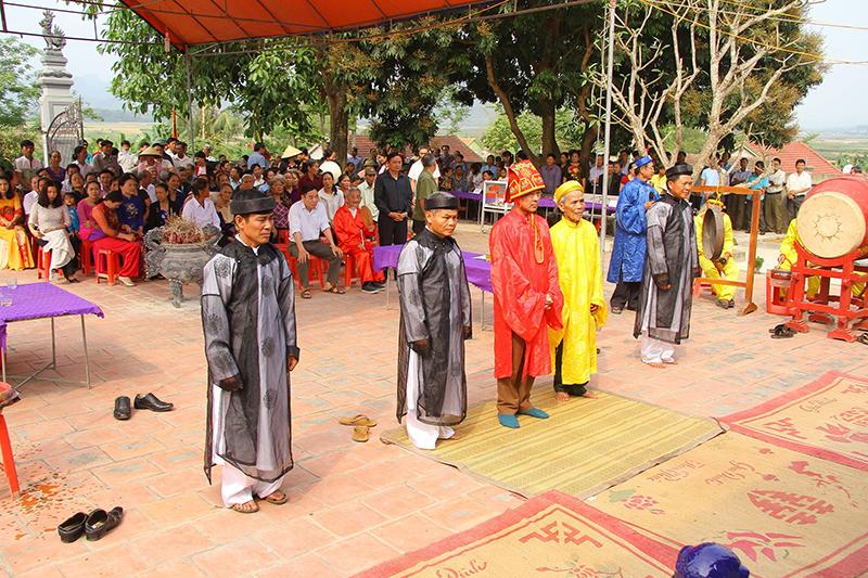 Lễ chính tại đền Dương Hạp