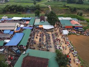 Phiên chợ Khe Lòa ngày 28 tết