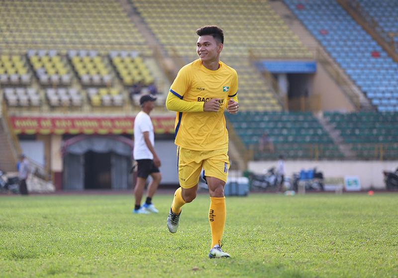 bóng đá Sông lam Nghệ an giữ chân phạm xuân mạnh