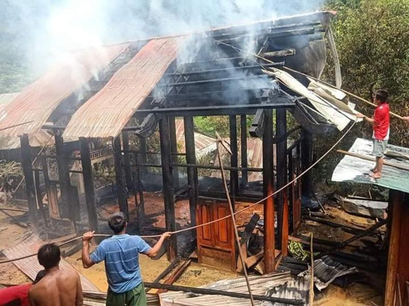 Cháy nhà dân tại Bản Xằng Trên xã Mỹ Lý, huyện Kỳ Sơn, tỉnh Nghệ An.