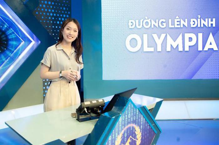 MC truyền hình Khánh Vy đường lên đỉnh Olympia năm thứ 22
